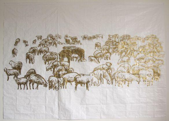 Stefano Arienti, Studi per Gregge, 2014, inchiostro oro su telo antipolvere, installazione composta da 5 teli 300 x 416 cm ciascuno, courtesy ZegnArt