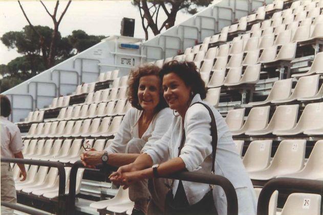 Trisha Brown con Monique Veaute (Presidente Fondazione Romaeuropa) nel 1992 durante una delle prime edizioni del Romaeuropa Festival