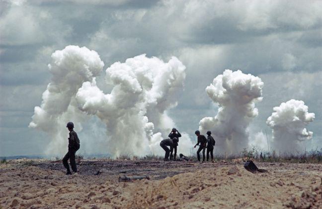 Vietnam del Sud. Bombardamento USA, dopo la battaglia di An Loc. 1972. © Bruno Barbey-Magnum Photos