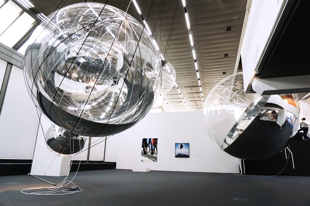 Tomás Saraceno. Aerosolar Journeys. Exhibition view at Wilhelm-Hack-Museum, Ludwigshafen 2017. Photo Erika Pisa