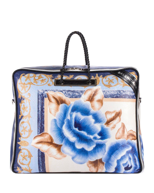 Balenciaga, la bag che ricorda il contenitore di un piumino
