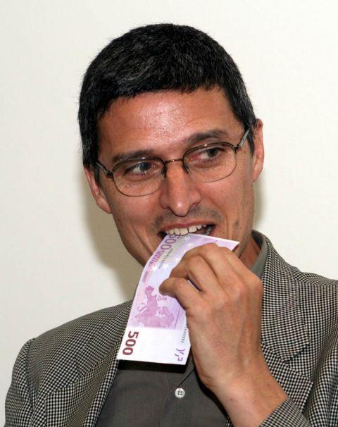 Cesare Pietroiusti, Eating money