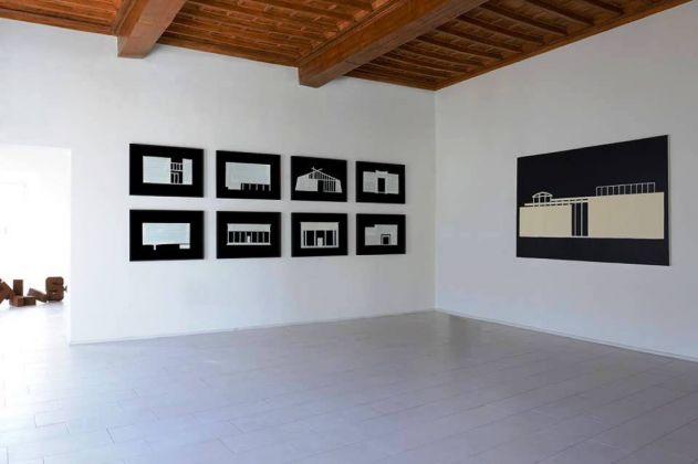 Cortesie per gli ospiti. Installation view at Palazzo Collicola, Spoleto 2017. Photo Michele Sereni
