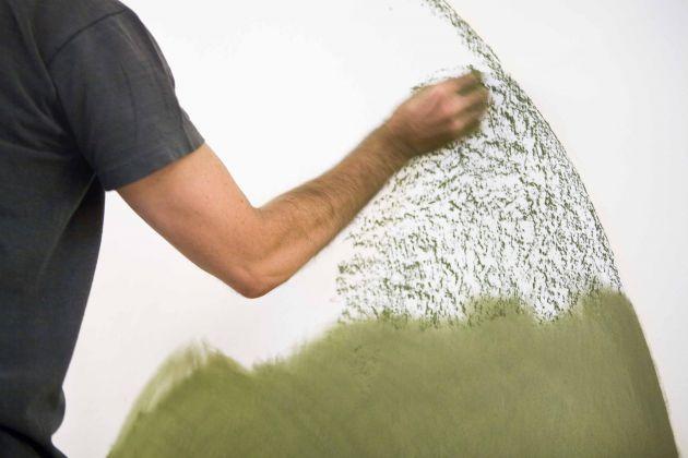 David Tremlett, Music in my eyes, 2008, wall drawing eseguito dall'artista sulle pareti della Galleria Studio G7 in occasione della personale David Tremlett, 2008