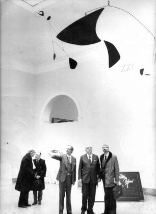 Franco Russoli con Giovanni Spadolini e Lamberto Vitali alla mostra Processo per il museo, 1977
