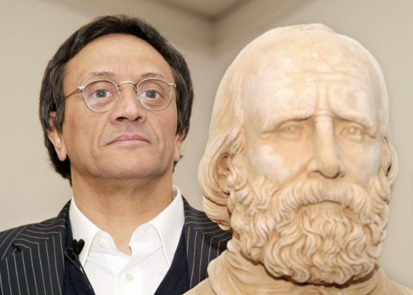 Giacinto Di Pietrantonio con l'opera Giuseppe di Sislej Xhafa
