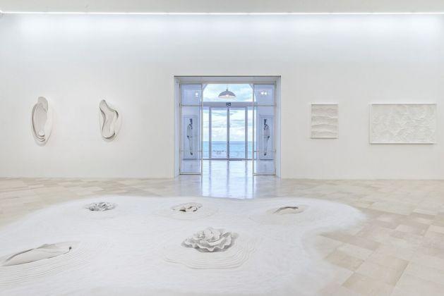 Iginio Iurilli & Francesco Bosso. A White Tale. Exhibition view at Fondazione Museo Pino Pascali, Polignano a Mare 2017. Photo © 2017 Marino Colucci-Sfera