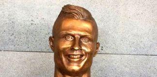 Il ritratto in bronzo di Cristiano Ronaldo (foto cheapgoals.com)