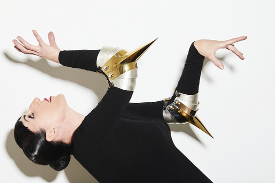 John Baldessari, Crowd Arm (Gold on Silver), 2016 and Crowd Arm (Gold on Gold), 2016. Ph. by Gorka Postigo, modelled by Rossy de Palma. Courtesy the artist, Marian Goodman Gallery and Hauser & Wirth