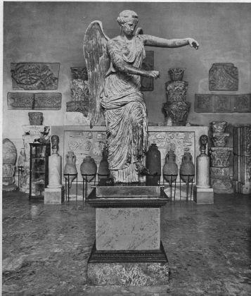 La Vittoria alata di Brescia in una foto d'epoca