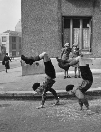Les frères, rue du Docteur Lecène, 1934 © Atelier Robert Doisneau