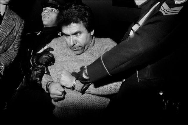 Letizia Battaglia, L'arresto del feroce boss mafioso Leoluca Bagarella, Palermo 1980. Courtesy l'artista