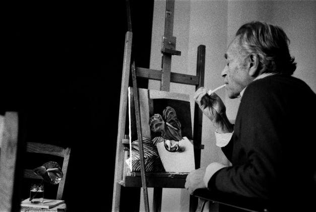 Letizia Battaglia, Renato Guttuso nel suo studio, Palermo 1985. Courtesy l'artista