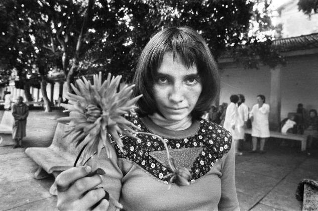 Letizia Battaglia, Via Pindemonte, Ospedale Psichiatrico, Palermo 1983. Courtesy l'artista