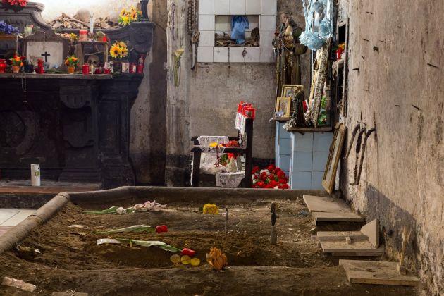 Luca Francesconi, Senza titolo_Anime del Purgatorio, 2017, Complesso di Santa Maria delle Anime del Purgatorio ad Arco, Napoli, Courtesy Galleria Umberto Di Marino, Napoli, foto Danilo Donzelli