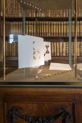Lux, Otranto, 1999, libro-oggetto. Photo Marirosa Toscani Ballo