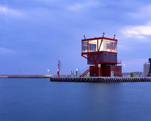 Maria Giuseppina Grasso Cannizzo, Torre di controllo portuale, Marina di Ragusa 2009. Photo Hélène Binet