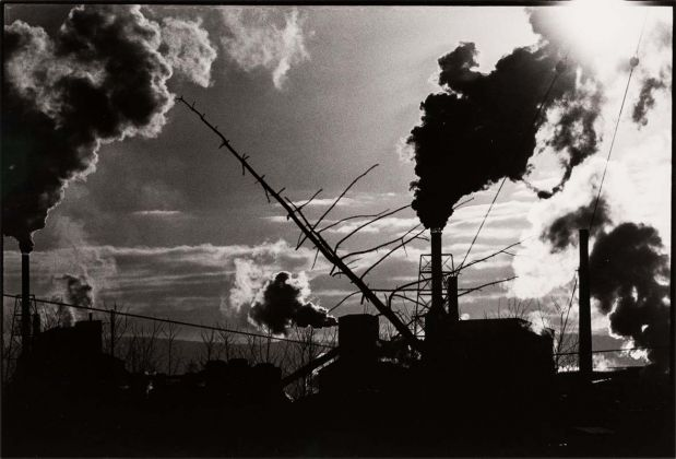Masahisa Fukase (Hokkaido, Giappone, 1934-2012), Nayoro, 1978, Stampa originale ai sali d'argento, Vintage gelatin silver print, 42,5 × 55 cm © Masahisa Fukase Archives