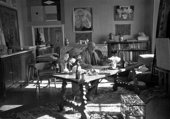 Matisse with his collection of Kuba cloths and a Samoan tapa, Vence, France, 1944. Courtesy Museum of Fine Arts, Boston