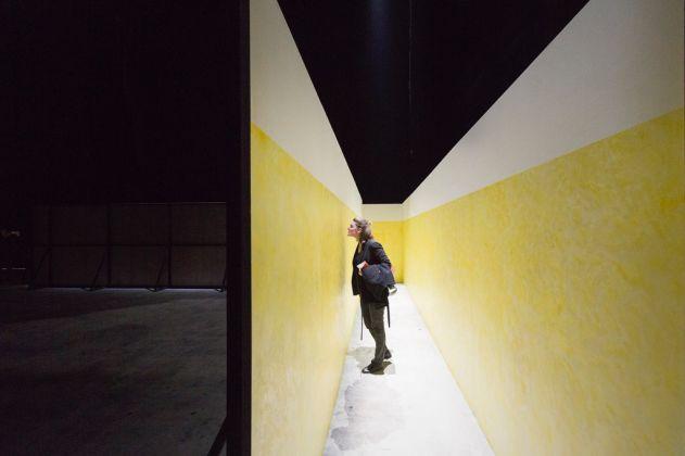 Miroslaw Balka, CROSSOVER-S. Exhibition view at Pirelli HangarBicocca, Milano 2017. Courtesy of Pirelli HangarBicocca, Milan. Photo Lorenzo Palmieri