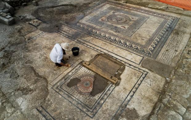 Mosaici riaffiorati a Ucetia
