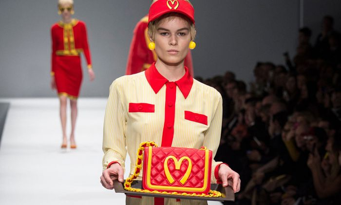 Moschino s'ispira a McDonald's, collezione Fall-Winter 2014