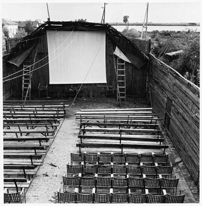 Pietro Donzelli, Delta del Po. Terra senz'ombra. Cinema a Pila, 1954 © Renate Siebenhaar, Estate Pietro Donzelli, Frankfurt a. M.