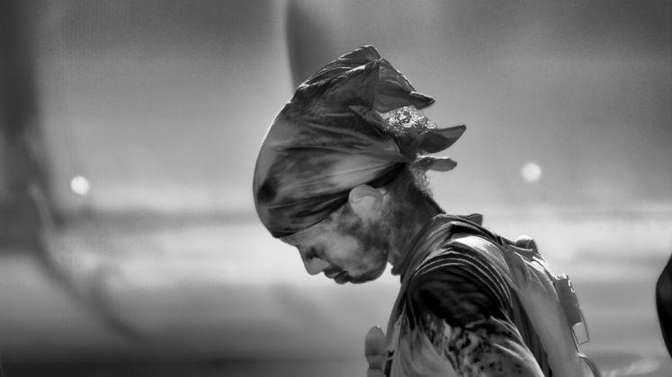 Richard Mosse, Incoming, 2015–16. Still da video. Courtesy of the artist, Jack Shainman Gallery, New York and carlier|gebauer, Berlino