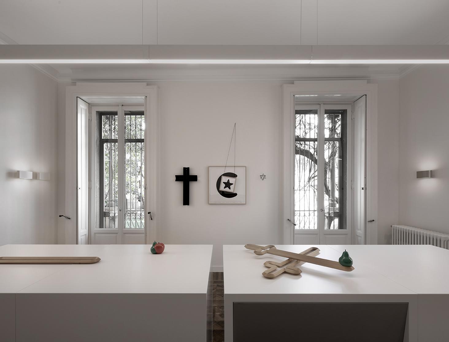 Ron Gilad. Fragments of life. Installation view, Milano 2017. Photo Miro Zagnoli