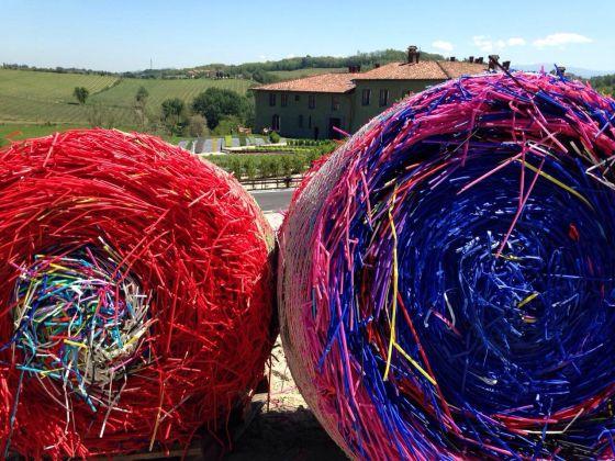 Michael Beutler Bales, 2014/2017 Colored Plastic Circa Ø 150 Cm X 120 Cm Courtesy Of The Artist