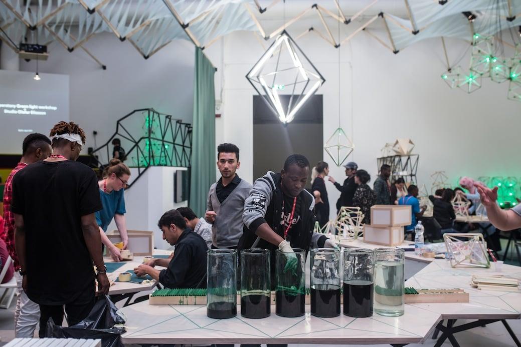 Olafur Eliasson: Green light – An artistic workshop In collaborazione con Thyssen-Bornemisza Art Contemporary. Veduta dell'installazione: 57th International Art Exhibition La Biennale di Venezia VIVA ARTE VIVA. Foto: Damir Zivic © 2017 Olafur Eliasson
