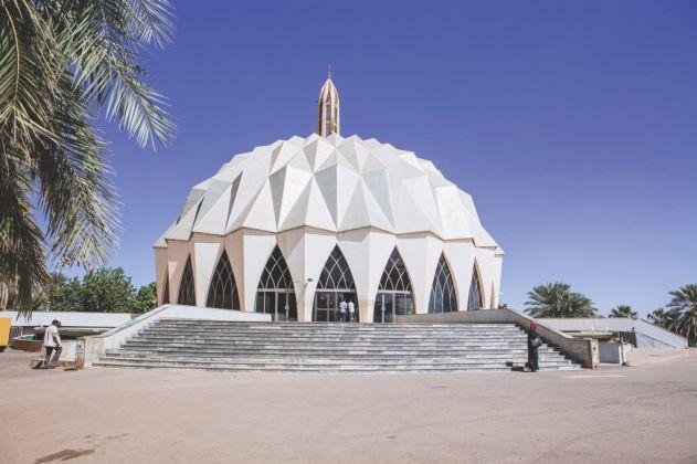 Al Nilain Mosque in Omdurman, Sudan by Gamar Eldowla Abdelgadir, 1976-83 © Ala Kheir