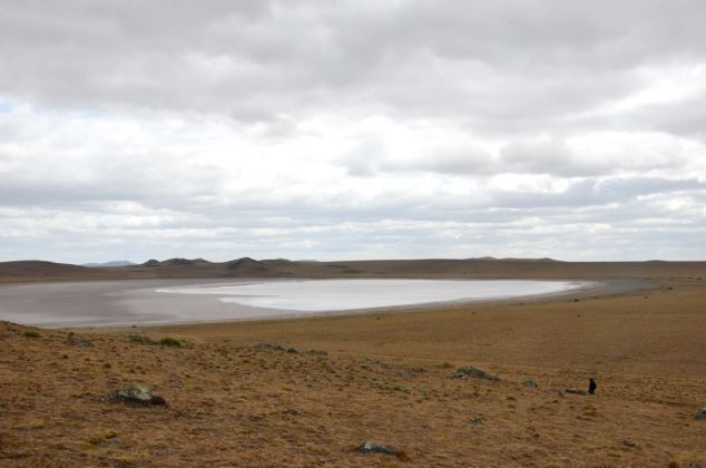 Alejandra Perez Nuñez, Picking up sound from frozen lagoons. Great Island of Fire Land, 2015
