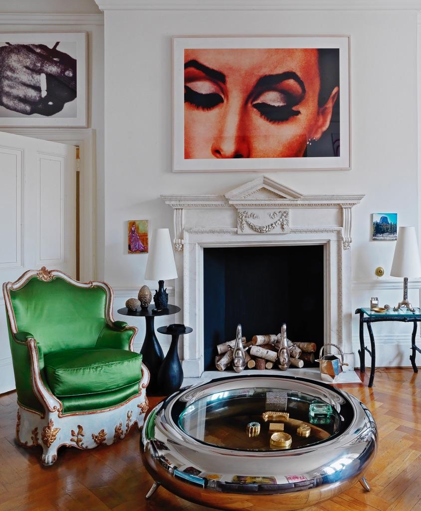 Alla parete, Richard Prince, Untitled Woman (with eyelashes), 1982-84 - Coffee table Garouste & Bonetti - Poltrona Emilio Terry. Photo Michael Paul