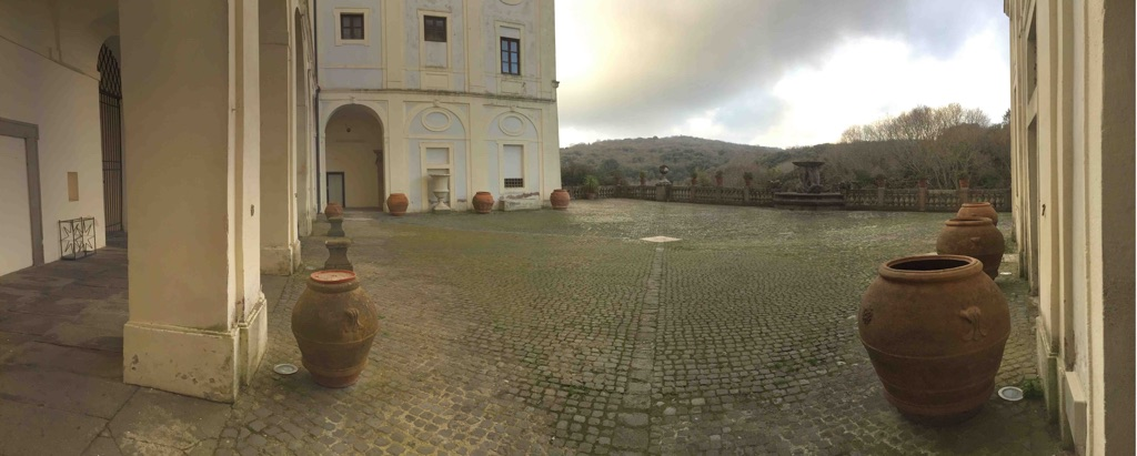 Ariccia, Palazzo Chigi. Cortile
