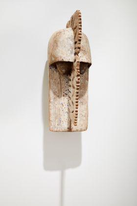 Crocodile mask, Dogon, Mali, 1790 ca. Installation view at Fondazione Carriero, Milano 2017. Photo Agostino Osio