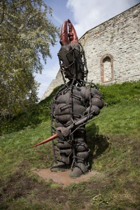 Daniel Spoerri, il guerriero, der krieger, 2005-2006, Blickachsen 11 (2017) exhibition (courtesy Stiftung Blickachsen gGmbH, Bad Homburg, and artists)