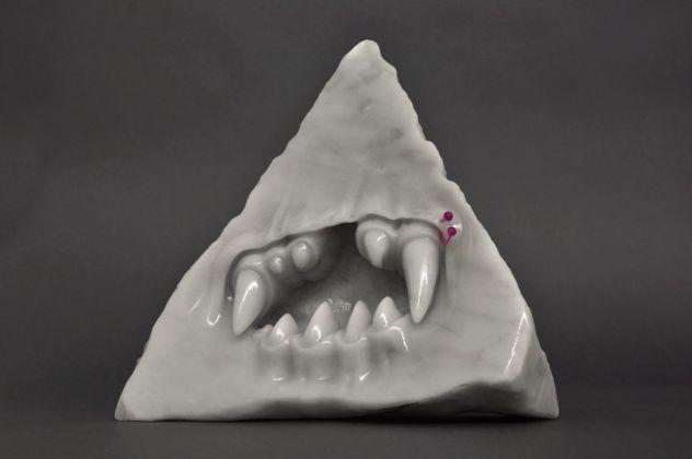 Federico Tosi, Make new friends, 2013, marmo bianco, piercing di plastica, olio per massaggi, 26x14x32 cm