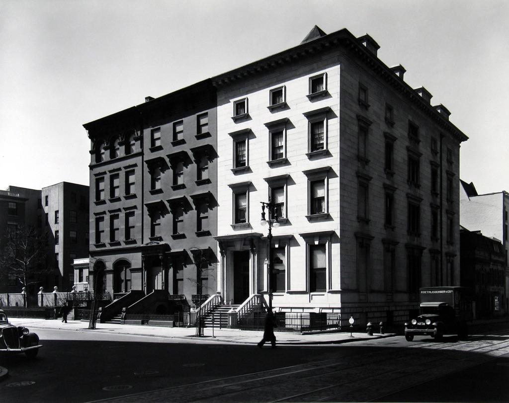 Fifth Avenue Houses, New York, 1936 -® Berenice Abbott
