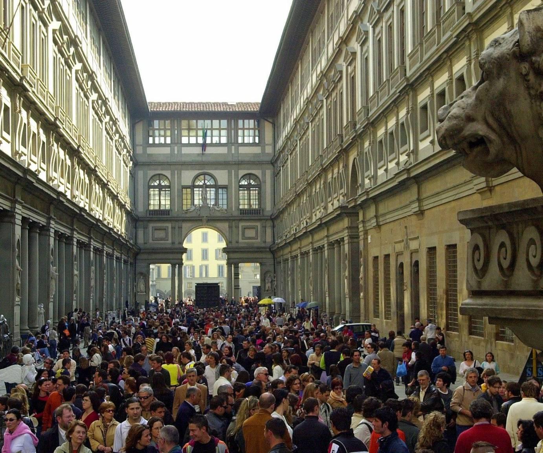 Firenze, folla agli Uffizi