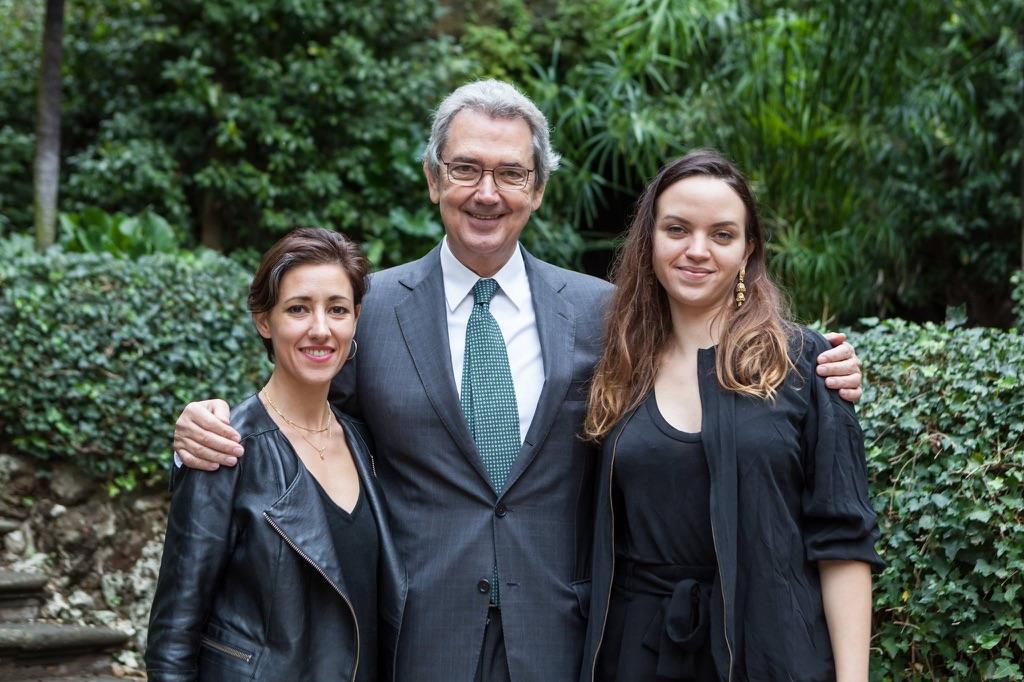 Franco Bernabè con le vincitrici di Q16, Rossella Biscotti e Adelita Husni-Bey