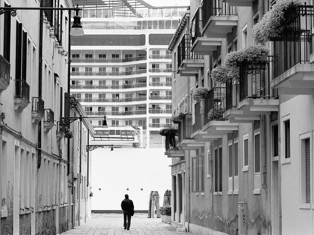 Gianni Berengo Gardin, Venezia, 2013-15. Davanti alle Zattere, nel Canale della Giudecca © Gianni Berengo Gardin. Courtesy Fondazione Forma per la Fotografia