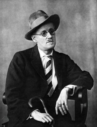 James Joyce , Paris, 1927 © Berenice Abbott
