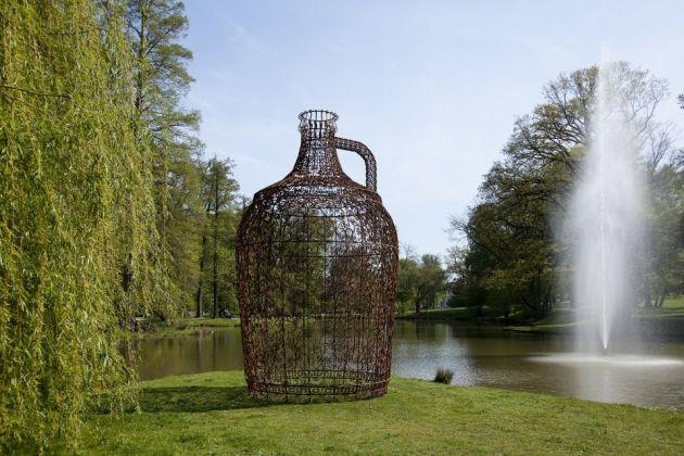 Joana Vasconcelos, pavillon de vin, 2016, Blickachsen 11 (2017) exhibition (courtesy Stiftung Blickachsen gGmbH, Bad Homburg, and artists)