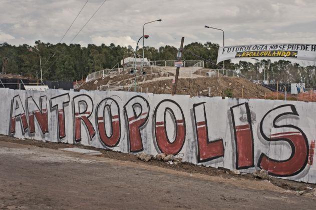 Julian D'Angiolillo, Antropolis. Vista panorámica desde afuera. Courtesy l'artista
