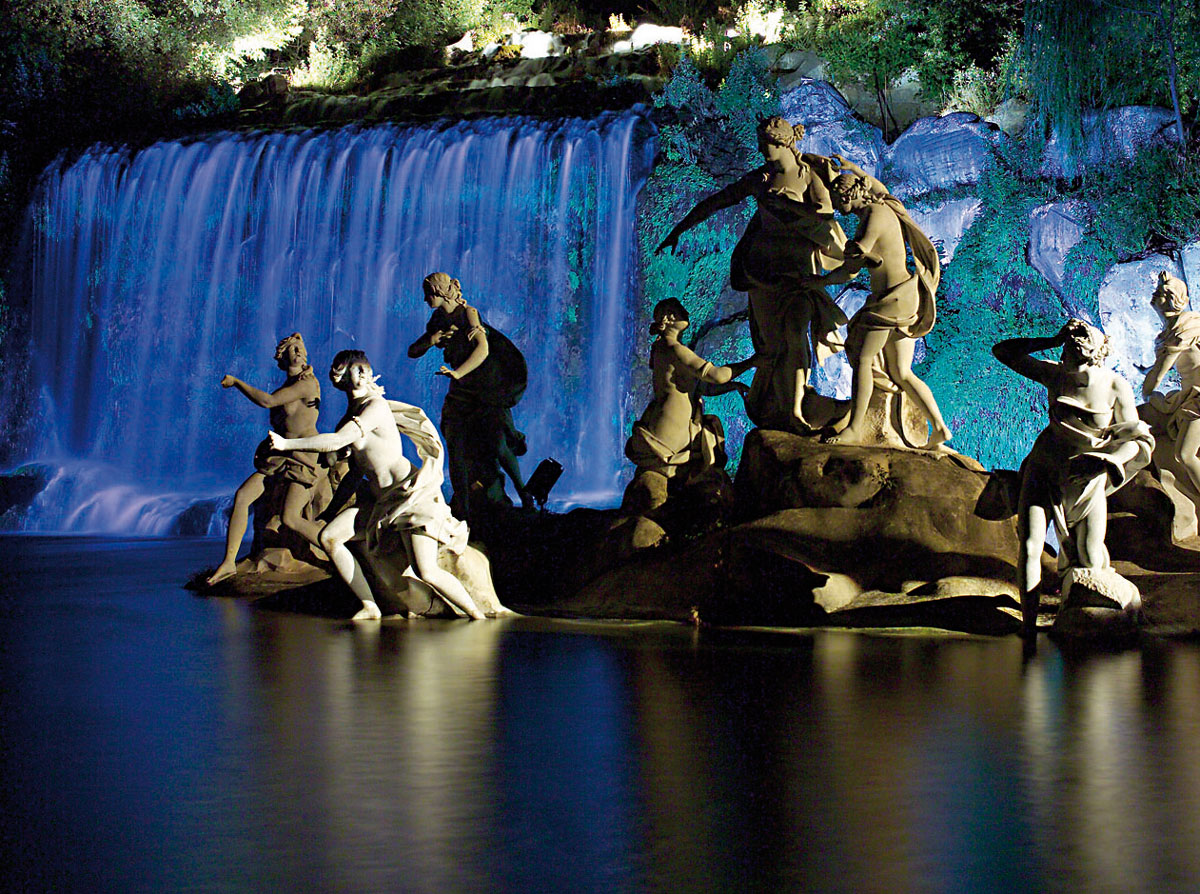 La Reggia di Caserta illuminata di notte