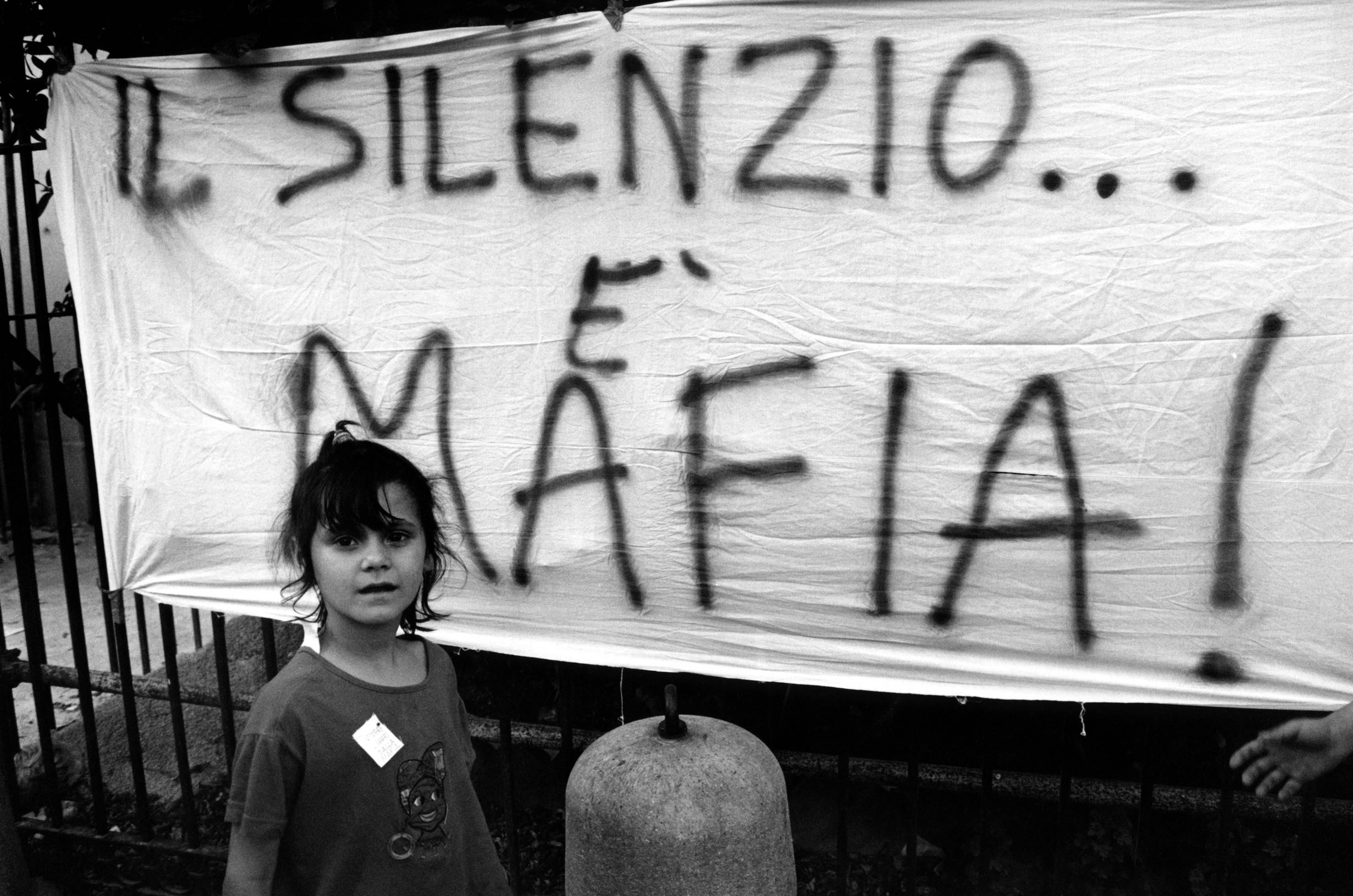Lenzuoli contro la mafia. Palermo, 1993. © Shobha-Contrasto