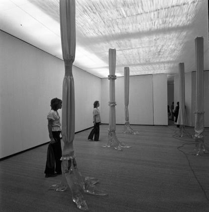 Luciano Fabro, Penelope. Inaugurazione del Padiglione Italia alla Biennale di Venezia, 1972 © AAF - ArchivioArte Fondazione Cassa di Risparmio di Modena