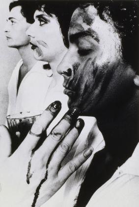 Michel Journiac, Rituel pour un autre, Galerie Stadler. Le marquage de sang, 1976 © Michel Journiac / ADAGP