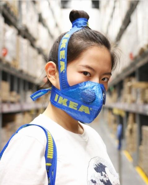 Nuovi usi creativi per la borsa Ikea, by zhijunwang via Instagram